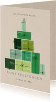 Bemoedigende kerstkaart met groene cadeau's als kerstboom