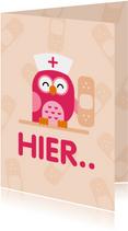 Beterschapskaart roze uil met mutsje en pleister