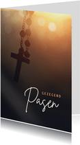 Christelijke paaskaart met rozenkrans - gezegend pasen