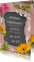 Communiekaart krijtbord en bloemen