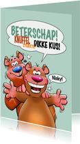 Een grappige beterschapskaart met twee beren en knuffel