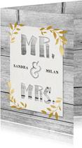 Einladungskarte zur Hochzeit mit Holz und goldenen Blättern