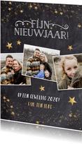 Feestelijke nieuwjaarskaart met krijtbord en gouden sterren