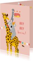 Felicitatiekaart giraf met taart en andere blije dieren