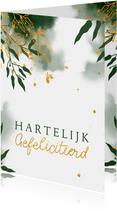 Felicitatiekaart met groene waterverf en gouden bladeren