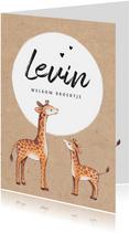 Geboortekaartje jongen op kraftlook papier met giraffe's