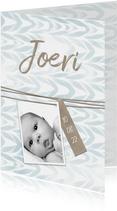 Geboortekaartje met label en waterverf jongen