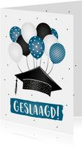 Geslaagd kaart met confetti, ballonnen en een hoed