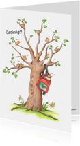 Geslaagd schooltas in boom