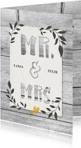 Glückwunschkarte zur Hochzeit 'Mr. & Mrs' auf Holz