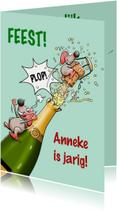 Grappige verjaardagskaart met fles champagne en muis