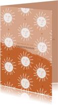 Grußkarte orange mit kleinen Sonnen
