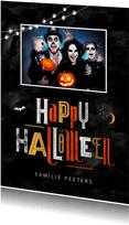 Happy halloween wenskaart foto nacht typografie