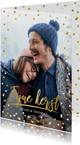 Hippe kerstkaart met grote foto en goud met witte confetti