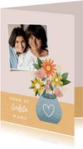 Hippe moederdag kaart met bosje bloemen en foto