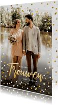 Hippe staande trouwkaart met eigen foto en confetti kader