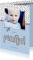 Hippe uitnodiging kinderfeestje foto met aanpasbare kleur
