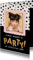 Hippe uitnodiging kinderfeestje met stipjes, kader en party!