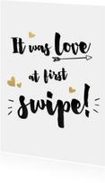 Hippe Valentijnskaart met de tekst Love at first swipe