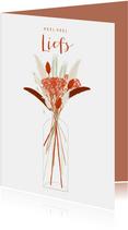 Hippe valentijnskaart rode droogbloemen in vaas liefs