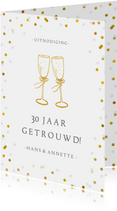 Huwelijksjubileum uitnodiging champagne glazen en confetti