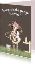 Jarigkaart met koe in de wei met bloementooi