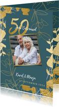 Jubileum uitnodiging '50 jaar' met gouden plantjes en foto's