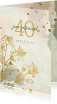 Jubileumkaart gouden bloemen met waterverf en spetters