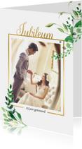 Jubileumkaart staand Stijlvol wit met goud
