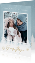 Kerst fotokaart sneeuwvlokken, bomen en 'Fijne Feestdagen'