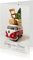 Kerst verhuiskaart met Volkswagen busje en spullen op dak