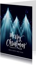 Kerstbomen kerstkaart met sterren en licht