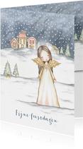 Kerstkaart engel in sneeuwlandschap