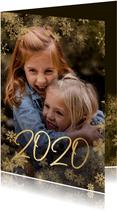Kerstkaart grote foto met sneeuwkader en gouden 2020