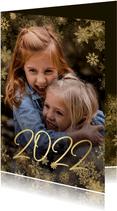 Kerstkaart grote foto met sneeuwkader en gouden 2022