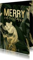 Kerstkaart merry christmas met gouden aapje