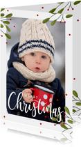 Kerstkaart met grote foto, takjes en rode besjes