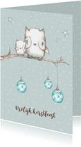 Kerstkaart met uiltjes in boom met kerstballen