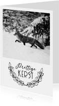 Kerstkaart van een vos in de sneeuw