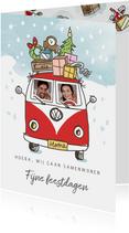 Kerstverhuiskaart met volkswagenbusje en kerstboom op dak