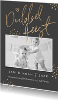 Kinderfeestje tweeling stijlvol goud hartjes confetti foto