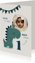 Kinderfeestje uitnodiging dinosaurus met hoedje en vlagjes