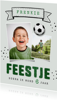 Kinderfeestje uitnodiging voetbal gras foto vaandel