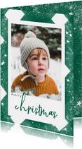 Klassieke kerstkaart met ruitenpatroon, sneeuw en grote foto