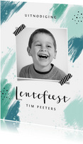Lentefeest uitnodigingskaart jongen modern verf foto
