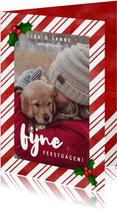 Leuke kerstkaart met zuurstok kader, grote foto & kersthulst