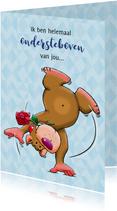 Leuke liefde kaart knuffelbeertje ondersteboven met roos