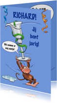 Leuke verjaardagskaart met aapje en borreltje