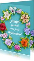 Leuke verjaardagskaart met bloemen in ronde vorm