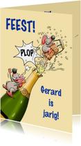 Leuke verjaardagskaart met muizen en fles champagne
